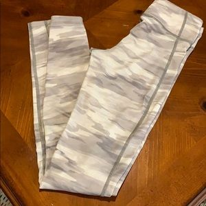 Grey and white camo Under Armour leggings